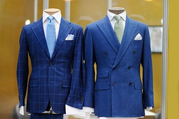 blå kostym slips
