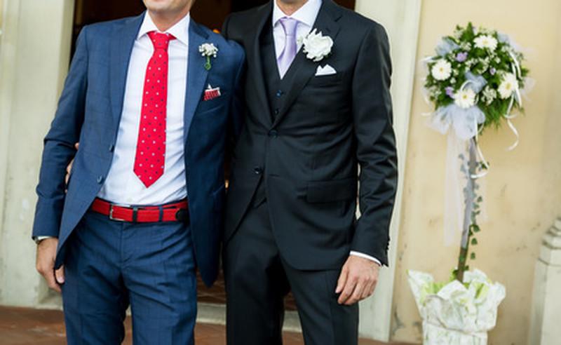 slips och näsduk till blå kostym